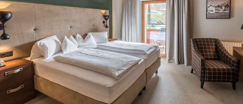 Austria_Obergurgl_Hotel-Edelweiss-&-Gurgl_bedroom.jpg
